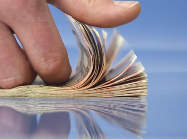 2379880-pieniadze-banknoty-900-668